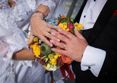 Hände von Braut uns Bräutigam