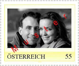 Muster einer gelben österreichischen Briefmarke zu 55 ct mit eigenem Foto des Brautpaares.