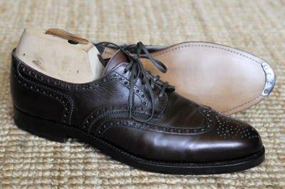 Blick von der Seite auf Eduard Meier Schuhe: Peduform Derby Full Brogue, dunkelbraun