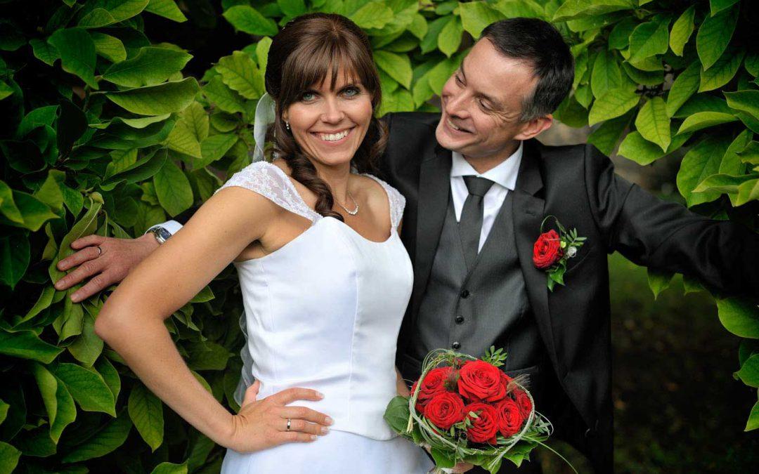 Querformatige Hochzeitsfotos außen